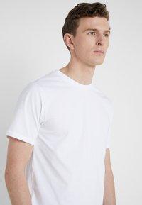 3.1 Phillip Lim - PERFECT TEE - T-shirts - optic white - 5