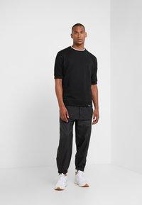 3.1 Phillip Lim - POPLIN - T-shirt med print - black - 1