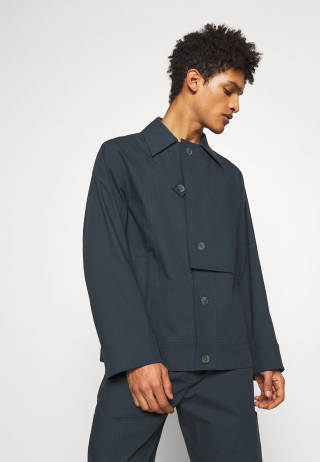 WASHED POPLIN JACKET REMOVABLE COLLAR - Kevyt takki - marine