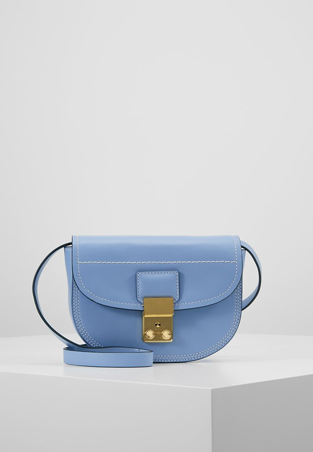PASHLI MINI SADDLE BELT BAG - Skuldertasker - chambray