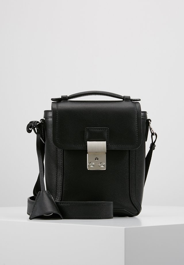 PASHLI CAMERA BAG - Axelremsväska - black