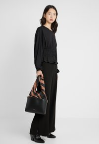 3.1 Phillip Lim - CLAIRE CROSSBODY  - Kabelka - black multi