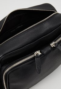 3.1 Phillip Lim - DIEGO CAMERA BAG - Bandolera - black - 4