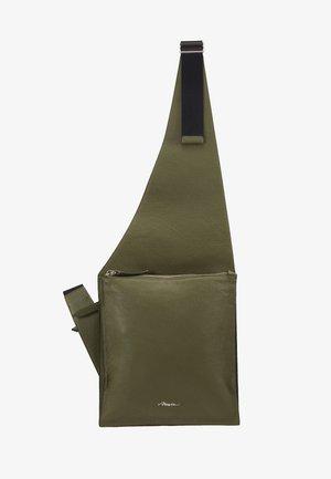 BODY BAG - Olkalaukku - military