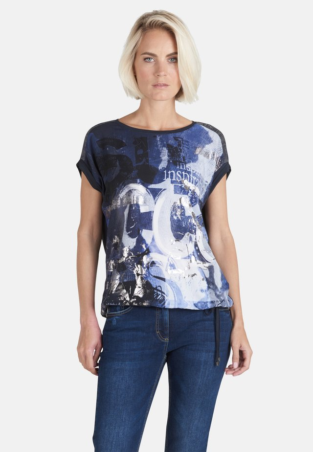 MIT PLACEMENT - Print T-shirt - blau gemustert