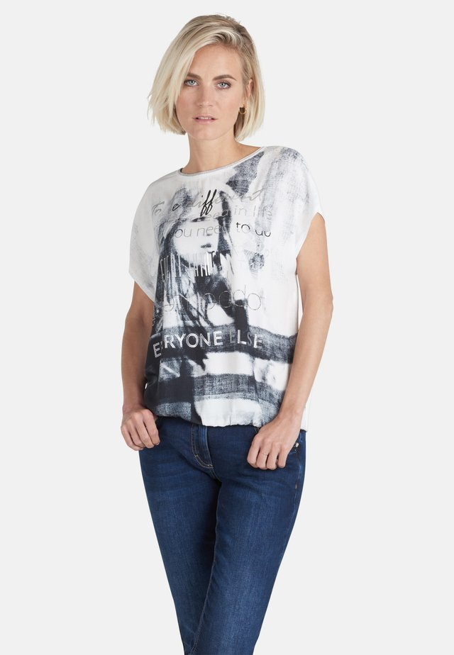 MIT PLACEMENT - Print T-shirt - grau gemustert