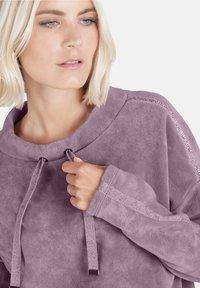Public - MIT SCHMUCKSTEINEN - Sweatshirt - pink - 3