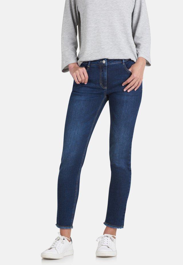MIT OFFENEM SAUM - Slim fit jeans - dark blue denim