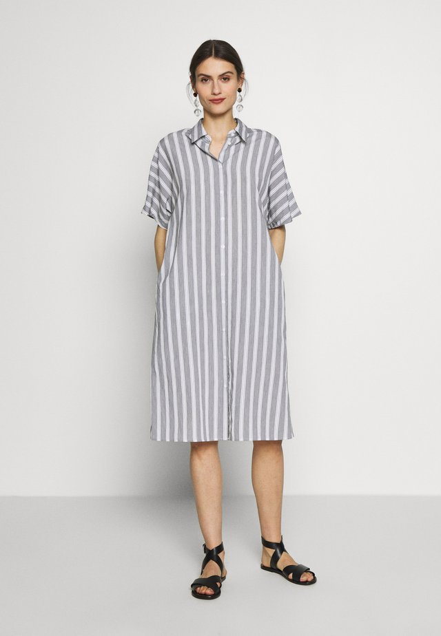 Shirt dress - weiß/schwarz