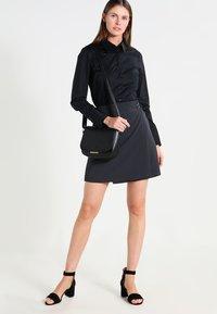 Seidensticker - Komfortable Slim - Button-down blouse - schwarz - 1