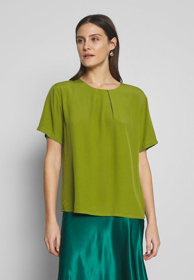 Bluzka - calla green