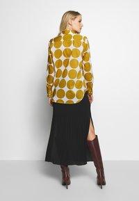 Seidensticker - REGULAR FIT - Button-down blouse - golden palm - 2