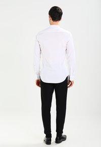 Seidensticker - MANDARIN TAPE SLIM FIT - Shirt - weiß - 2