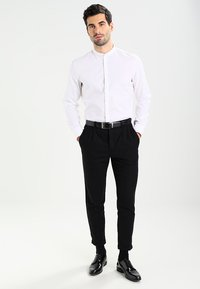 Seidensticker - MANDARIN TAPE SLIM FIT - Shirt - weiß - 1
