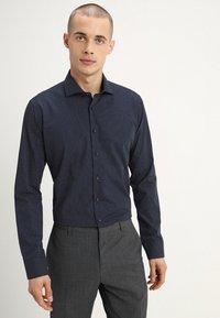 Seidensticker - SLIM FIT SPREAD PATCH  - Camicia elegante - navy - 0