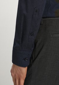 Seidensticker - SLIM FIT SPREAD PATCH  - Camicia elegante - navy - 3