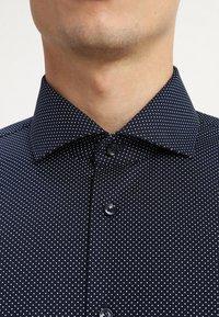 Seidensticker - SLIM FIT SPREAD PATCH  - Camicia elegante - navy - 5