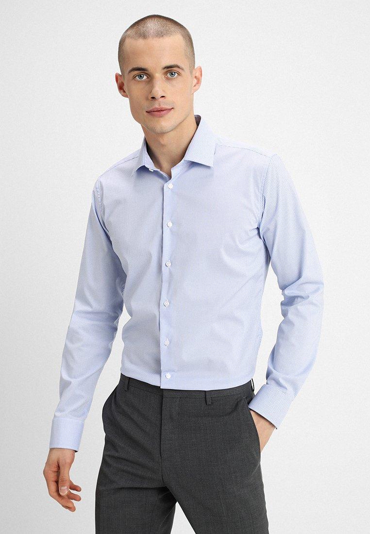 Seidensticker - SLIM FIT SPREAD PATCH - Camisa elegante - light blue