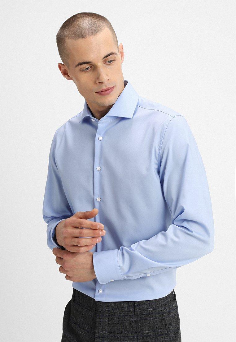 Seidensticker - SPREAD PATCH SLIM FIT - Formální košile - light blue