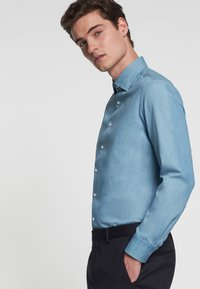 Seidensticker - SLIM FIT LIGHT KENT - Koszula - light blue