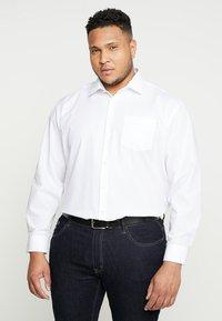 Seidensticker - COMFORT BUSINESS KENT - Formal shirt - white - 0