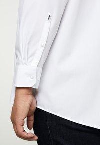 Seidensticker - COMFORT BUSINESS KENT - Formal shirt - white - 5