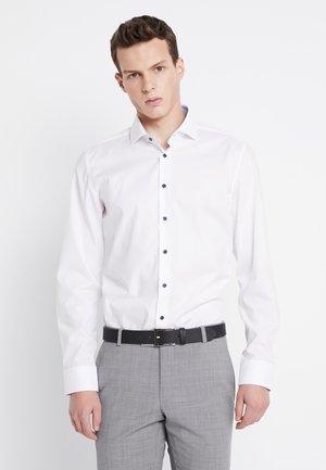 SLIM SPREAD PATCH - Formal shirt - weiß/hellblau