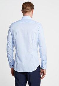 Seidensticker - SLIM SPREAD PATCH - Formální košile - hellblau - 2