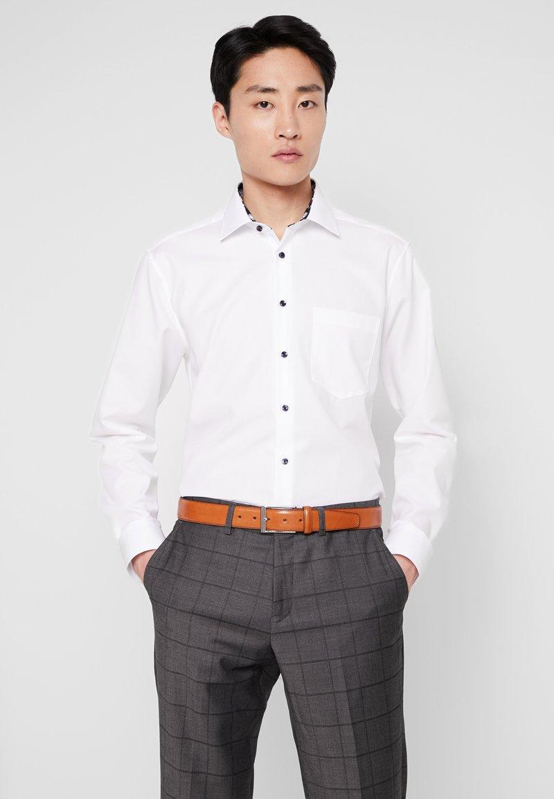 Seidensticker - MODERN FIT BUSINESS  - Business skjorter - weiß