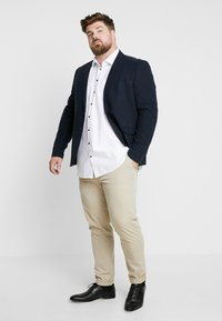 Seidensticker - COMFORT FIT BUSINESS KENT PATCH PLUS - Formal shirt - white - 1