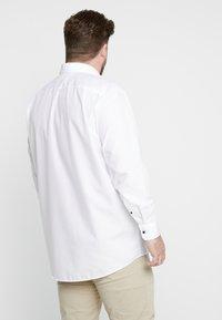 Seidensticker - COMFORT FIT BUSINESS KENT PATCH PLUS - Formal shirt - white - 2
