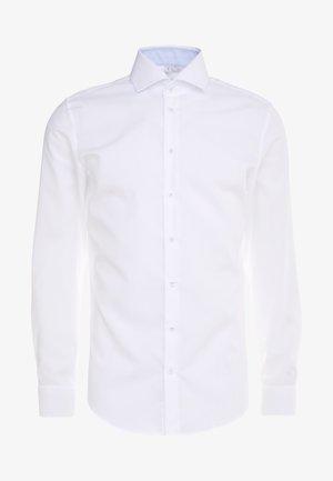 SLIM FIT SPREAD KENT PATCH - Formální košile - white