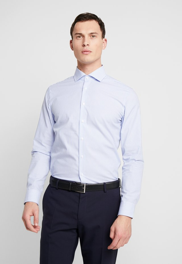 SLIM FIT - Finskjorte - light blue