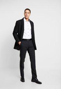 Seidensticker - BUSINESS KENT EXTRA SLIM FIT - Formal shirt - white - 1