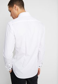 Seidensticker - BUSINESS KENT EXTRA SLIM FIT - Formal shirt - white - 2