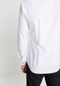 Seidensticker - BUSINESS KENT EXTRA SLIM FIT - Formal shirt - white - 5