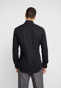 Seidensticker - BUSINESS KENT EXTRA SLIM FIT - Formal shirt - black - 2