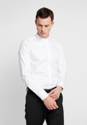 MANDARIN SLIM FIT - Formální košile - white