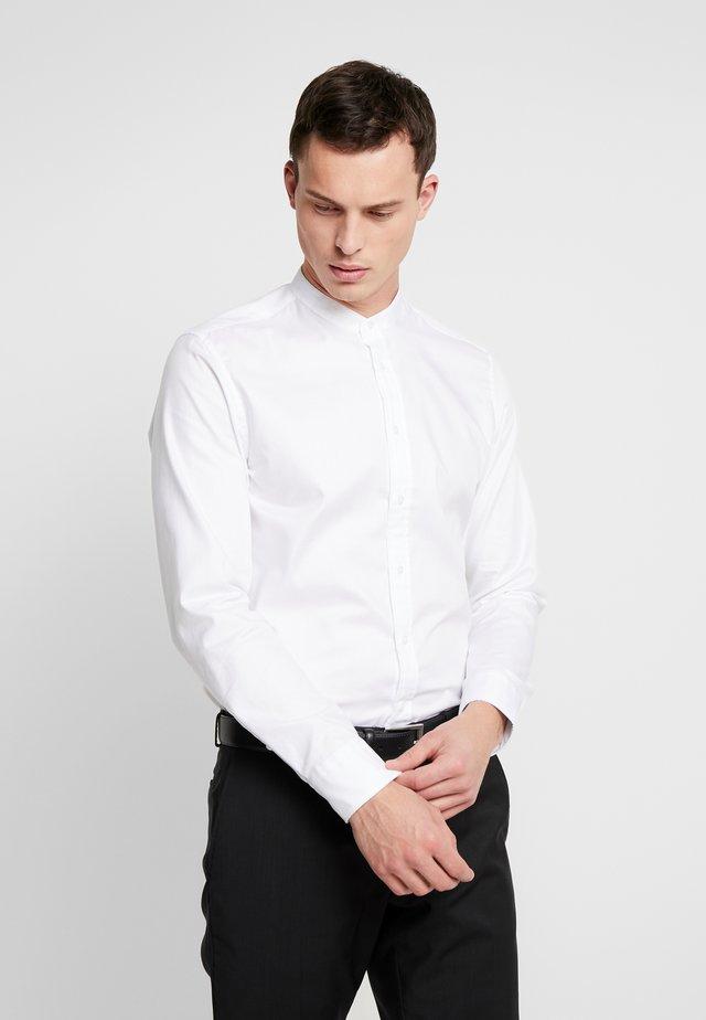 MANDARIN SLIM FIT - Finskjorte - white
