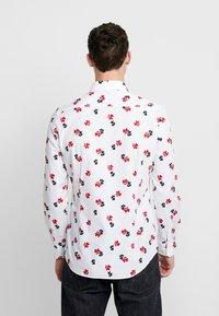 Seidensticker - SLIM BUSINESS KENT - Formální košile - white - 2