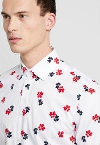 Seidensticker - SLIM BUSINESS KENT - Formální košile - white - 3
