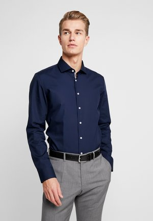 SLIM FIT SPREAD KENT PATCH - Finskjorte - dark blue