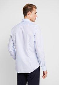 Seidensticker - SLIM FIT SPREAD KENT PATCH - Formal shirt - light blue - 3