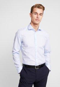 Seidensticker - SLIM FIT SPREAD KENT PATCH - Formal shirt - light blue - 2