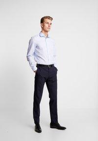Seidensticker - SLIM FIT SPREAD KENT PATCH - Formal shirt - light blue - 1