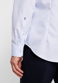 Seidensticker - SLIM FIT SPREAD KENT PATCH - Formal shirt - light blue - 4