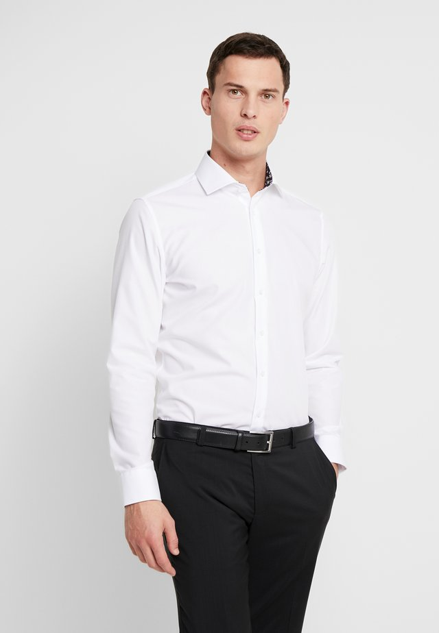 SLIM FIT SPREAD KENT PATCH - Businesshemd - white