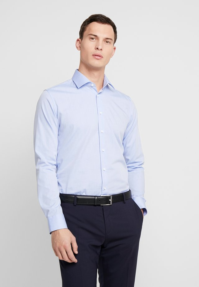 SLIM FIT BUSINESS KENT - Finskjorte - light blue