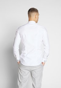 Seidensticker - SLIM MANDARIN TAPE - Košile - white - 2