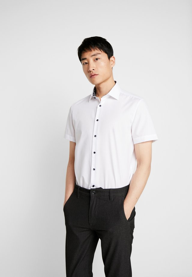 NEW KENT PATCH SLIM FIT - Shirt - white